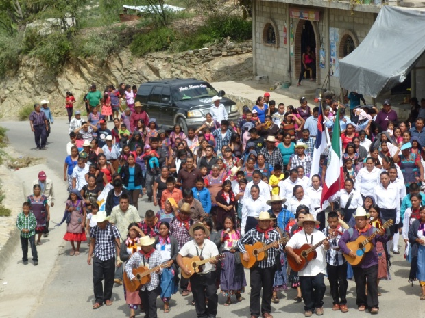Christians from an evangelical church in the lower part of the village march up the main road to the top of the village where the presentation was held. They came carrying banners, singing songs in Popolocan and carrying boxes of New Testaments
